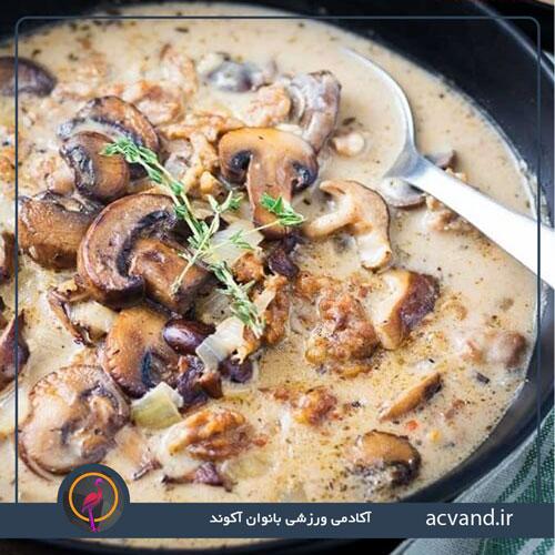 دستور پخت ساده خورش کاری با مرغ و قارچ