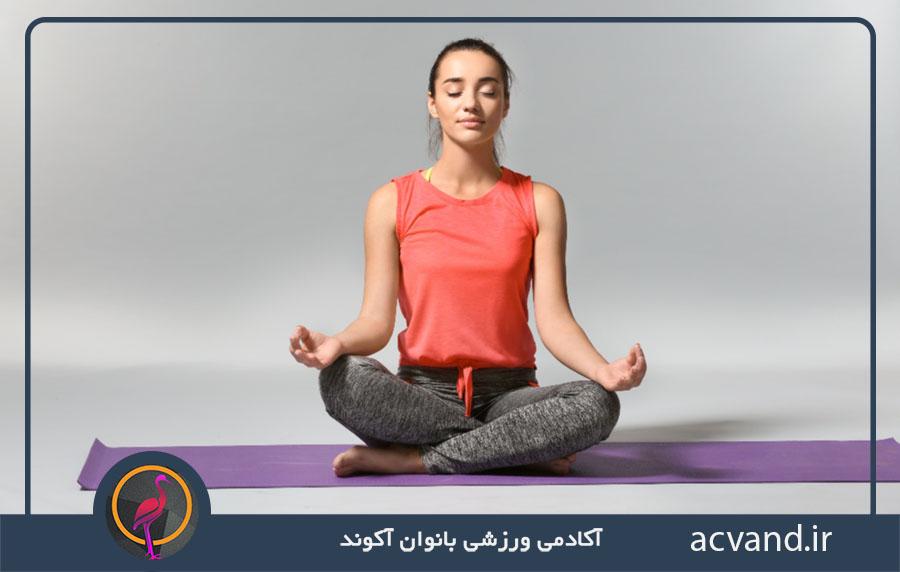 حرکات یوگا برای آرامش: حالت ساده نشستن
